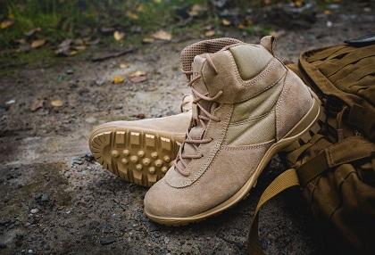 51e43f395e617e Особливим попитом користуються черевики та чоботи з надійною, нековзною,  литою підошвою, що захищає працівників від проколів і ковзань.